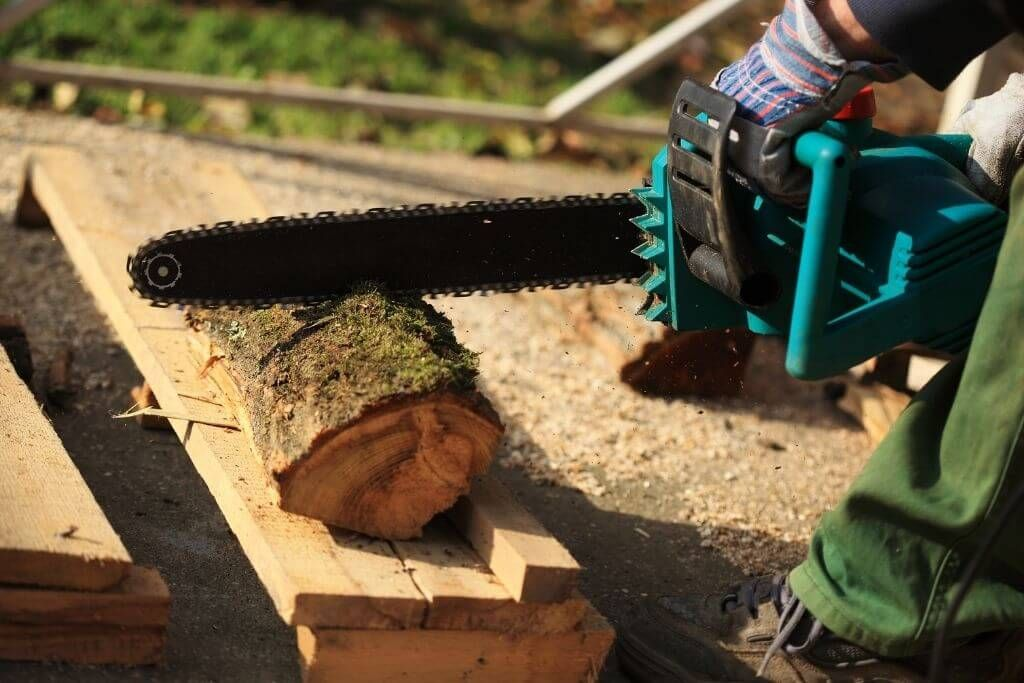 Tips Using Chainsaw