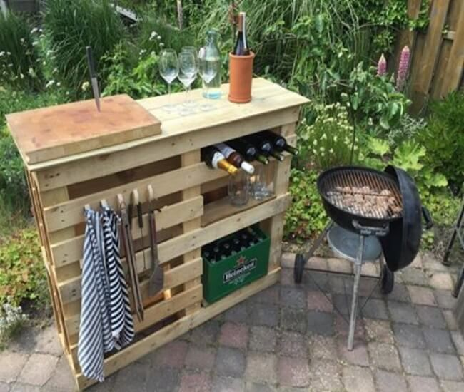 BBQ Side Table With Pallets