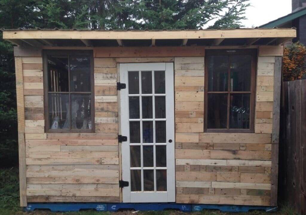 DIY Pallet Cabin