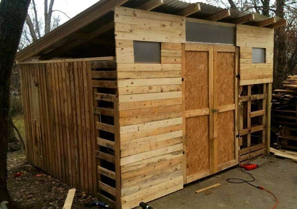 38 DIY Pallet Shed Plans For Storage and Shelter