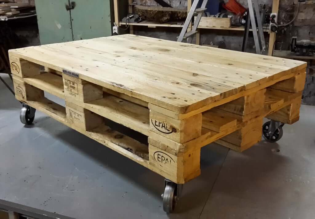Simple Pallet Coffee Table With 30 Minute