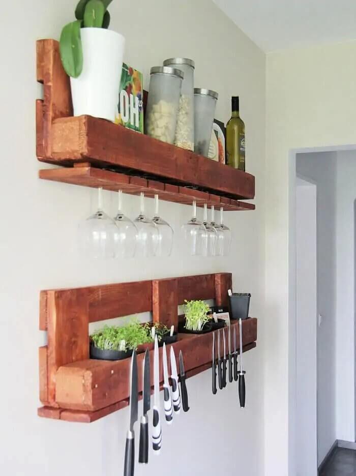 DIY Kitchen Pallet Shelf