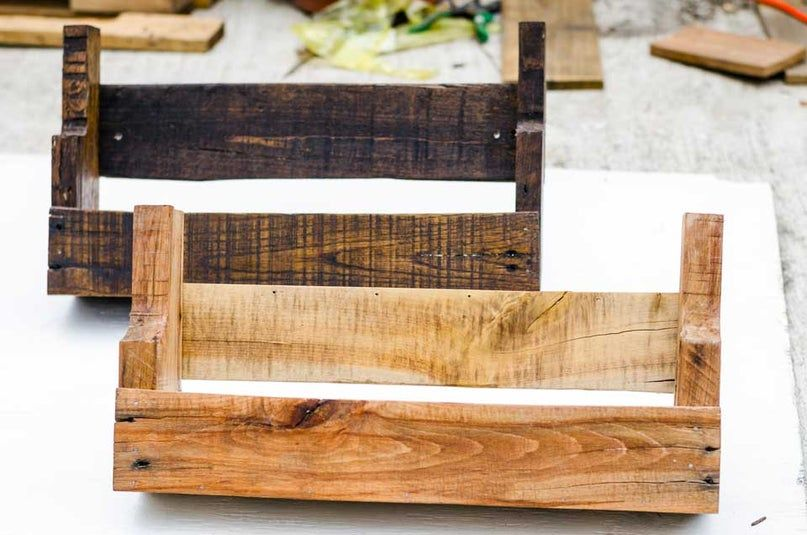 DIY Rustic Pallet Wood Shelves