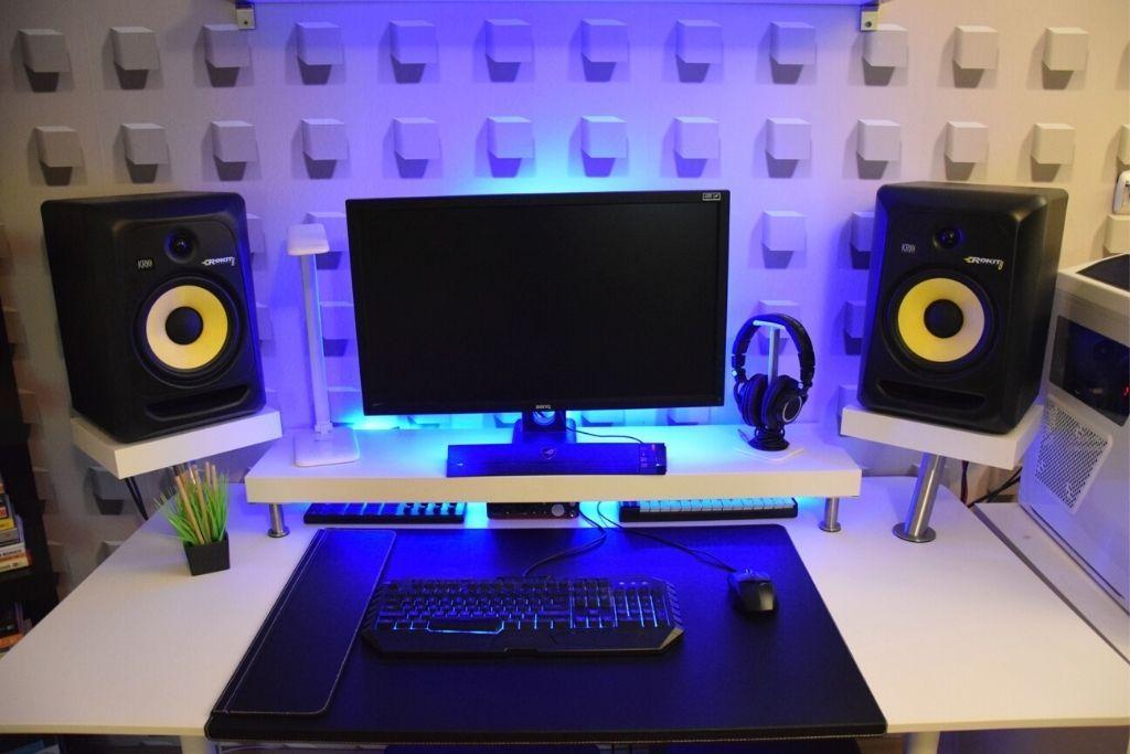 Minimalist Bedroom Studio Desk