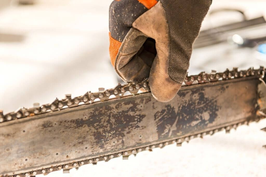 How To Adjust Your Chainsaw Chain